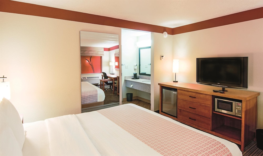 La Quinta Inn Amp Suites Chicago Tinley Park Tinley Park Usa Expedia