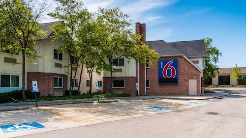 Motel 6 Arlington Heights, IL - Chicago North Central