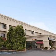 Baymont Inn & Suites Battle Creek