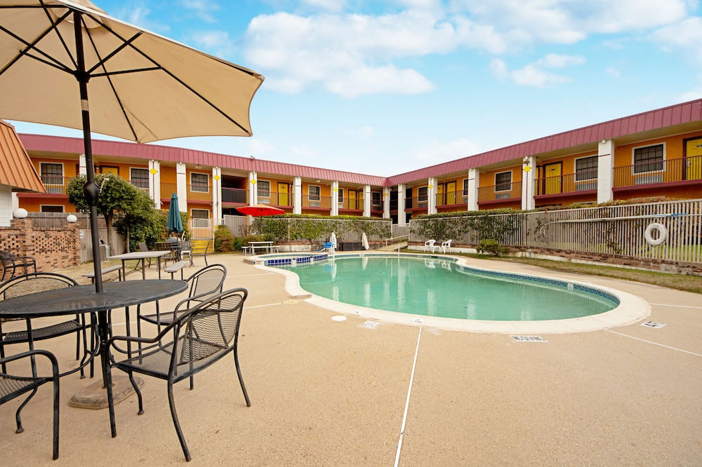 Featured Image, Economy Inn & Suites