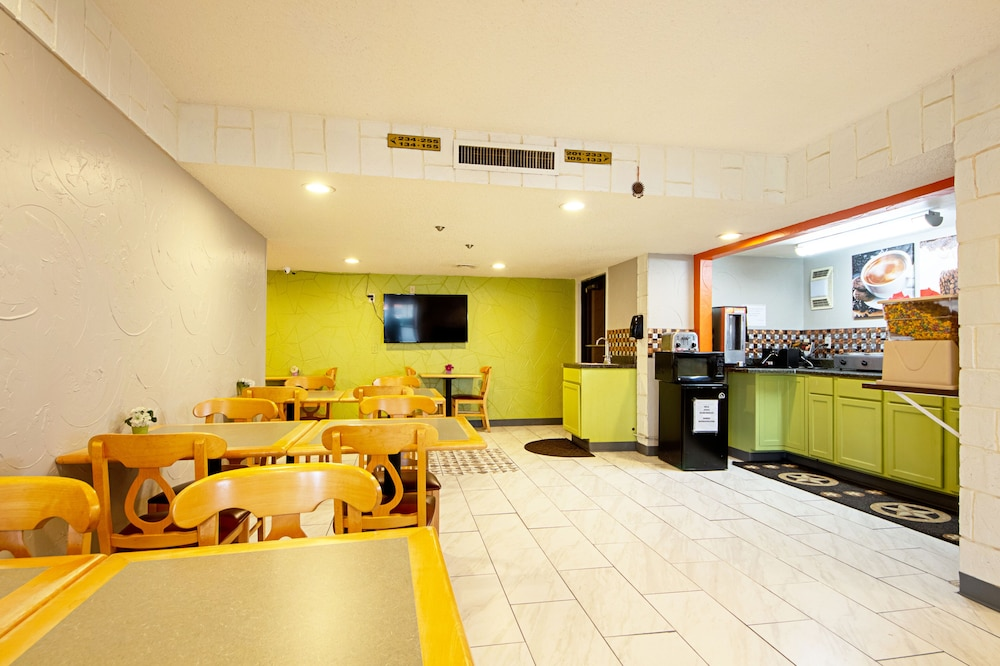 Breakfast Area, Economy Inn & Suites