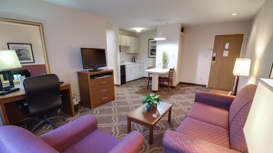 Ashmore Inn and Suites