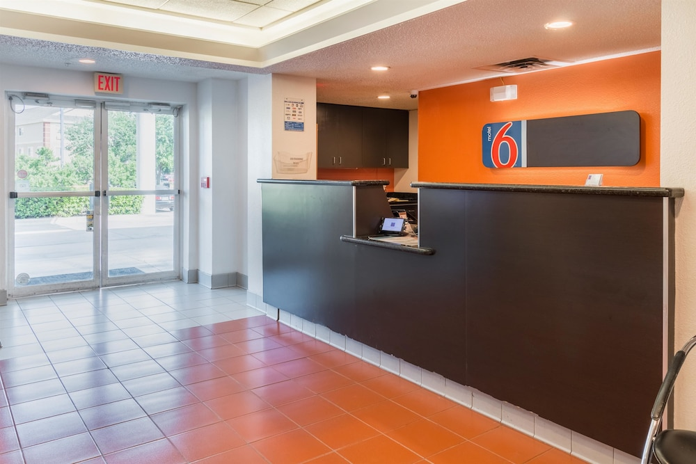 Lobby, Motel 6 Irving, TX - DFW Airport North