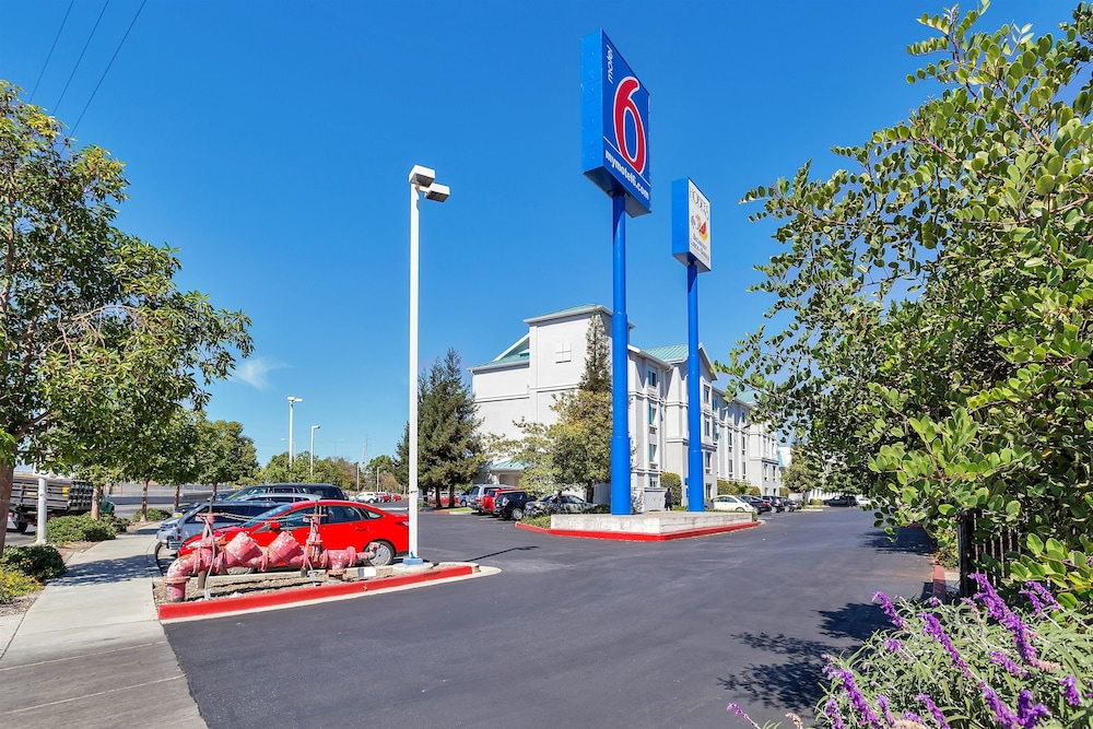 Property Entrance, Motel 6 Belmont, CA - San Francisco - Redwood City