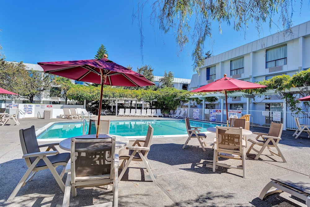 Terrace/Patio, Motel 6 Belmont, CA - San Francisco - Redwood City