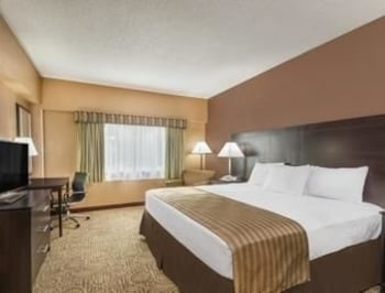 Room, Ramada Hotel & Conference Center by Wyndham Paintsville
