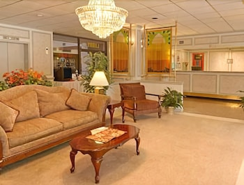 Lobby, Ramada Hotel & Conference Center by Wyndham Paintsville