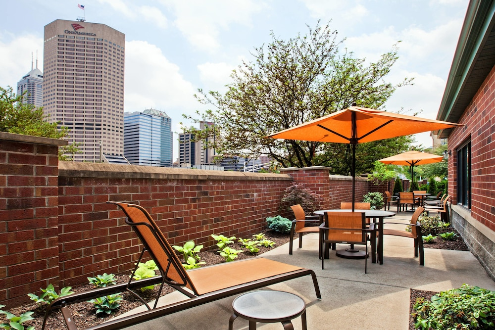 BBQ/Picnic Area, Courtyard by Marriott Indianapolis at the Capitol