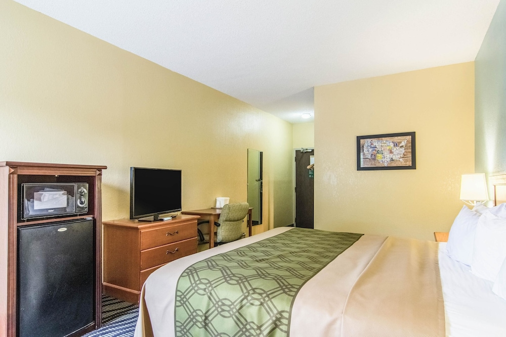 Room, Econo Lodge Darien