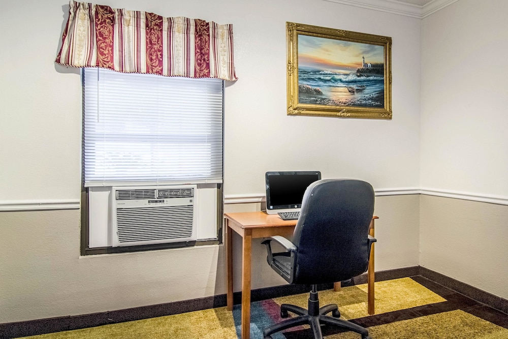Business Center, Econo Lodge Darien