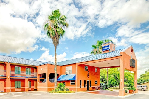 Travelodge by Wyndham San Antonio Lackland A F B