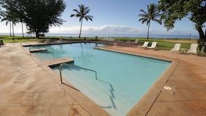 Outdoor pool, free pool cabanas, pool loungers