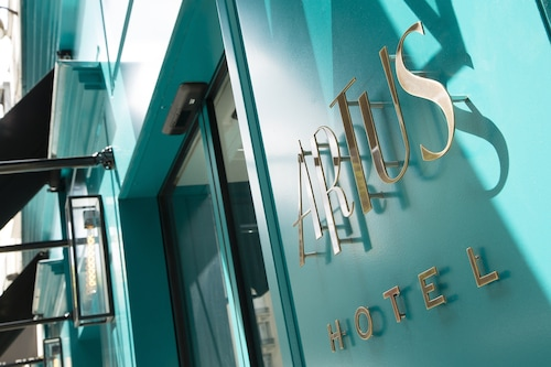 Artus Hotel by MH