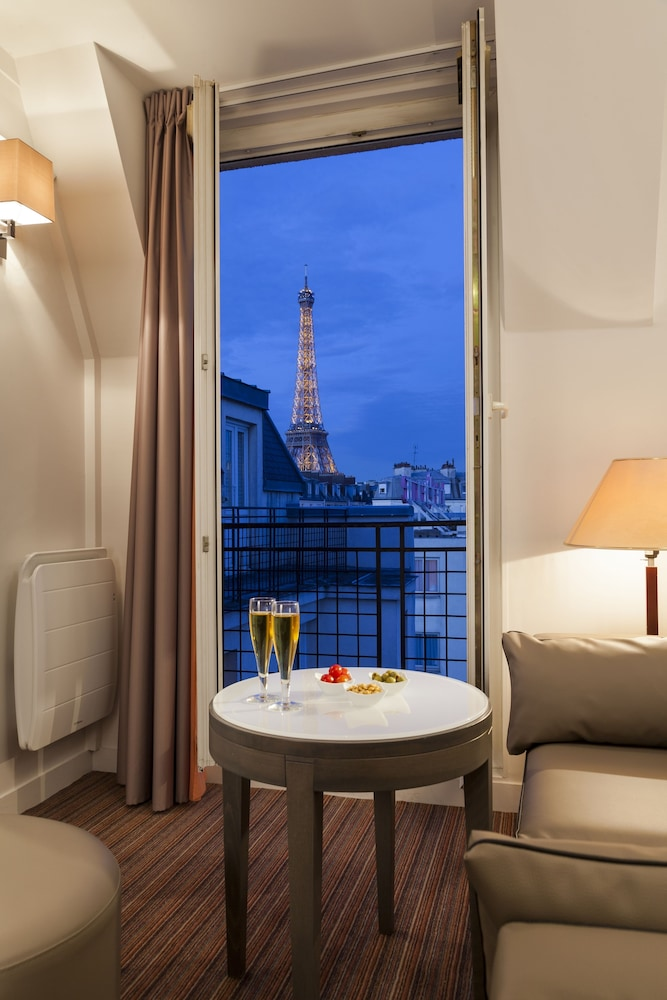 View from Room, Timhotel Tour Eiffel