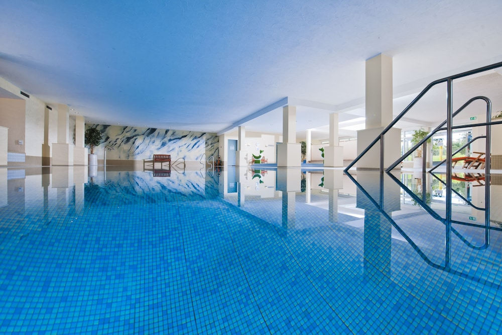 Indoor Pool, Sporthotel & Resort Grafenwald Daun