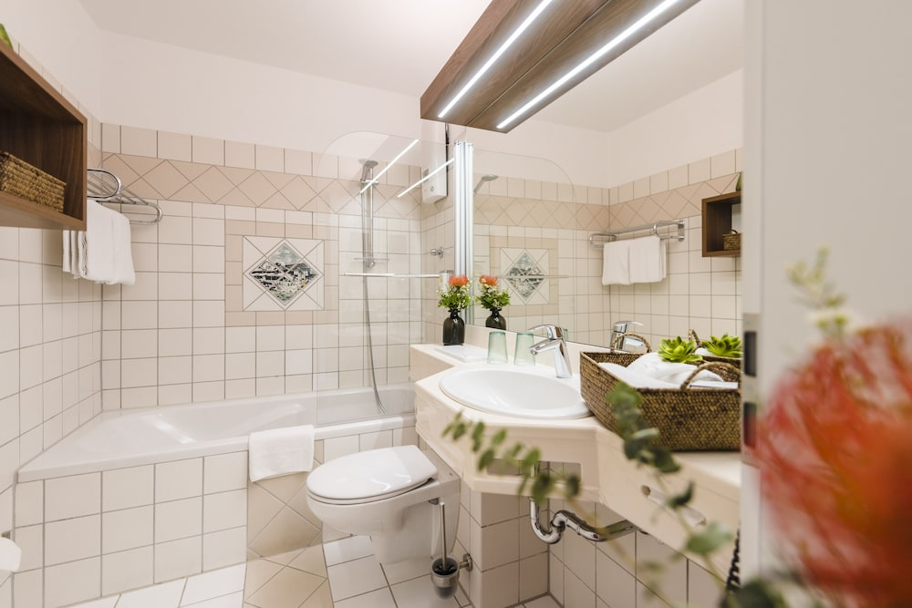 Bathroom, Sporthotel & Resort Grafenwald Daun