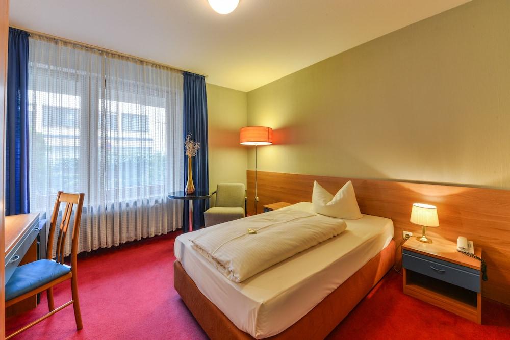 Hotel fidelio m nchen hotelbewertungen 2018 for Zimmerausstattung hotel