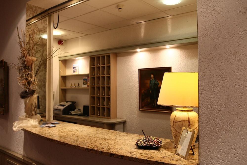 book hotel ambiente munich hotel deals. Black Bedroom Furniture Sets. Home Design Ideas