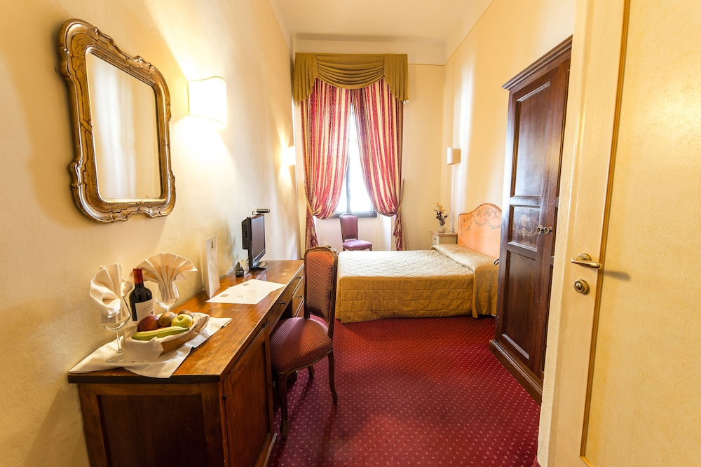 Room, Hotel Paris