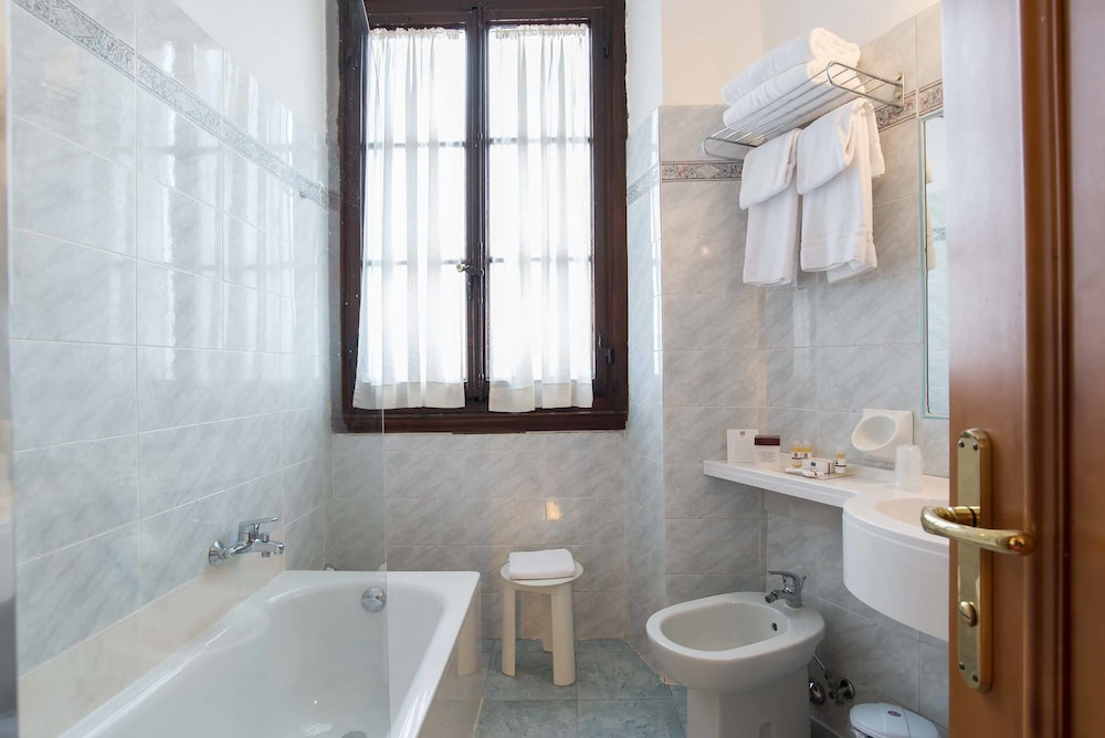 Bathroom, Hotel Paris