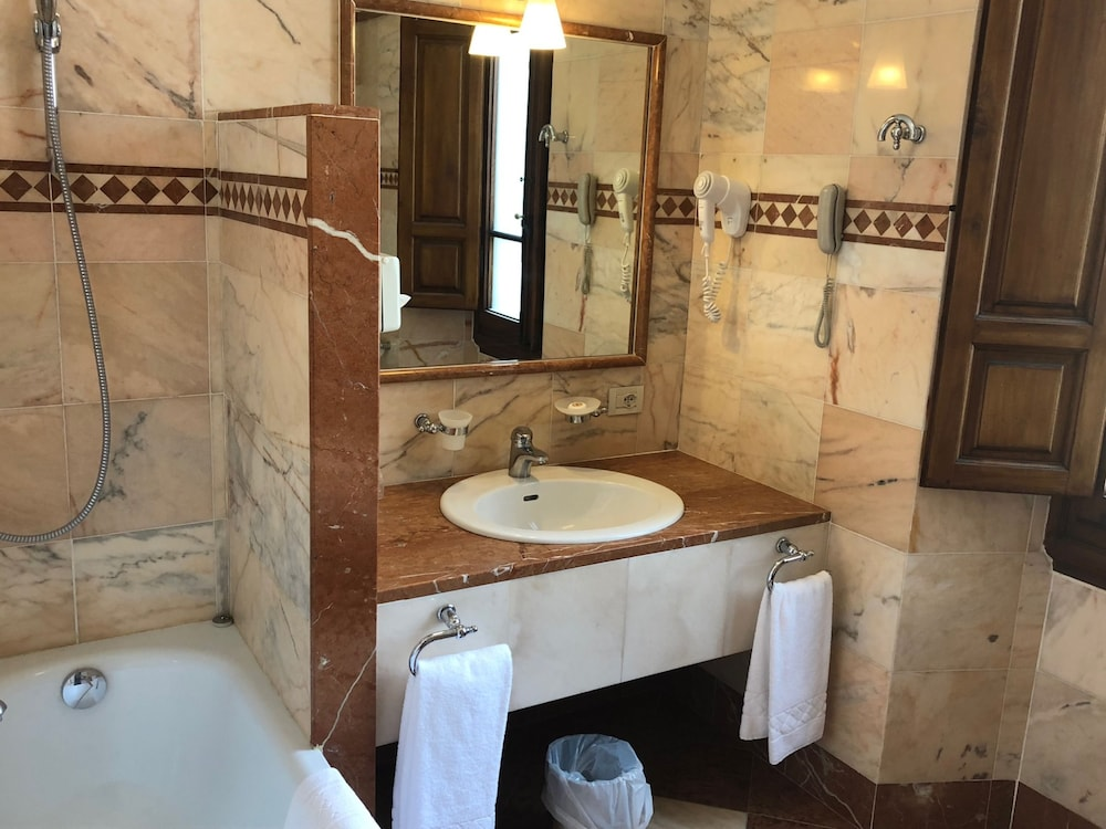 Bathroom, Hotel Pierre