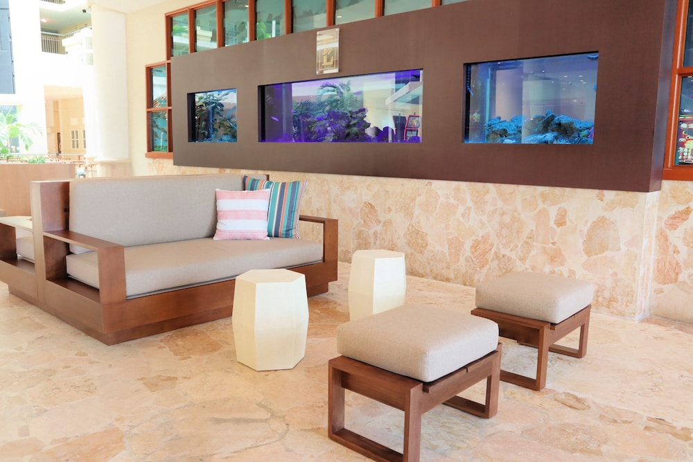 Lobby Sitting Area, Embassy Suites by Hilton San Juan Hotel & Casino