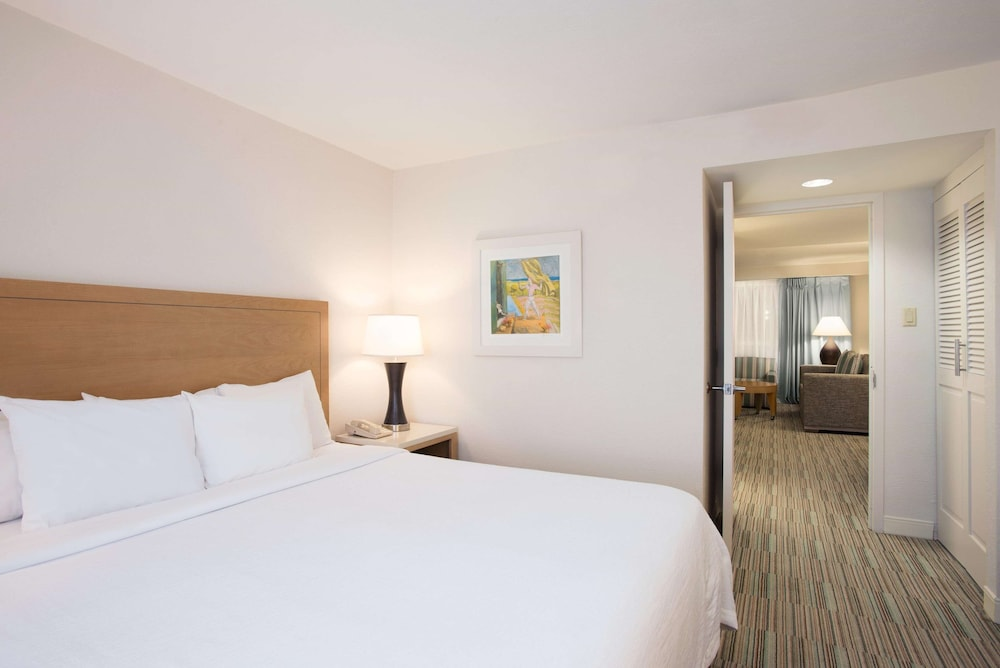 Room, Embassy Suites by Hilton San Juan Hotel & Casino