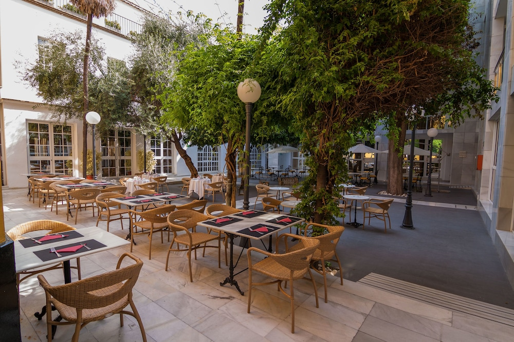 Outdoor Dining, Hotel San Gil