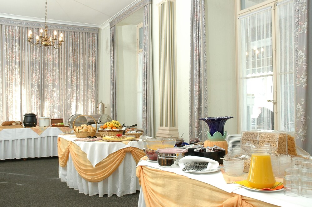 Breakfast buffet, Hotel City Oberland