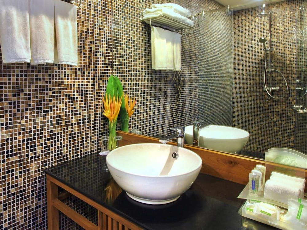 Bathroom, Holiday Inn Resort Phi Phi Island