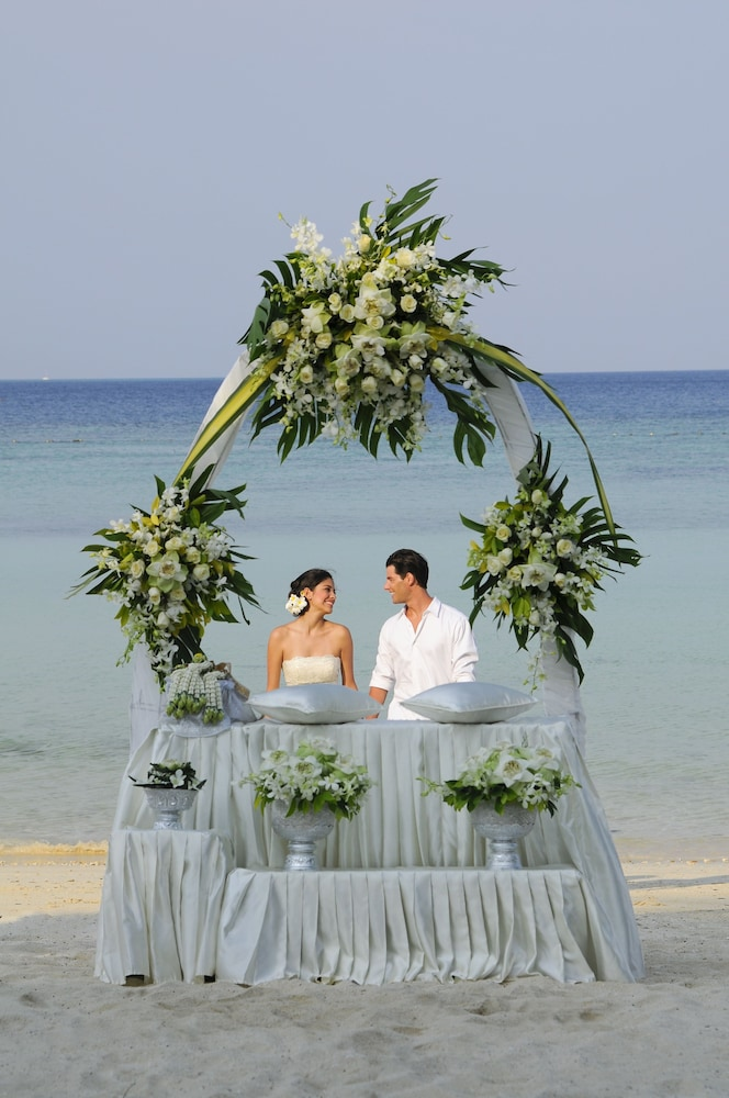 Outdoor Wedding Area, Holiday Inn Resort Phi Phi Island