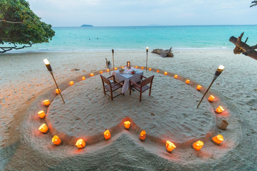 Couples Dining, Holiday Inn Resort Phi Phi Island