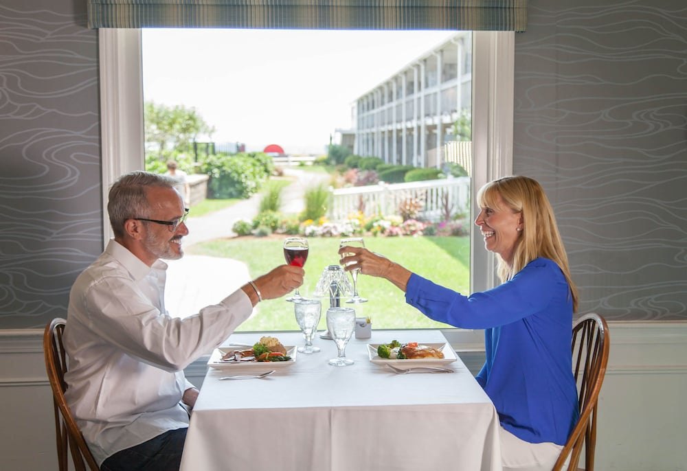 Couples Dining, Red Jacket Beach Resort