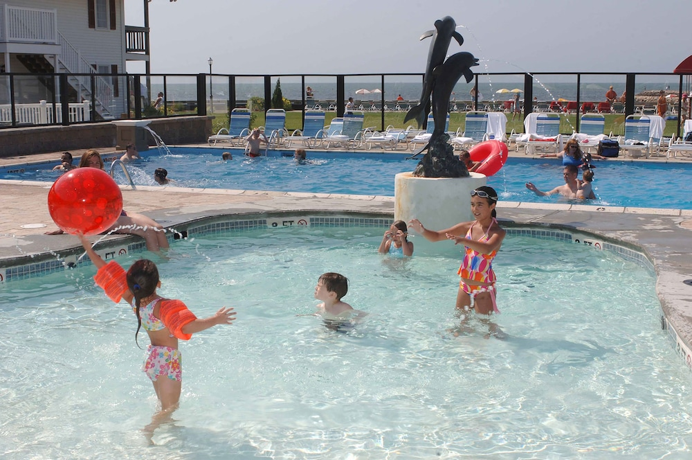Outdoor Pool, Red Jacket Beach Resort