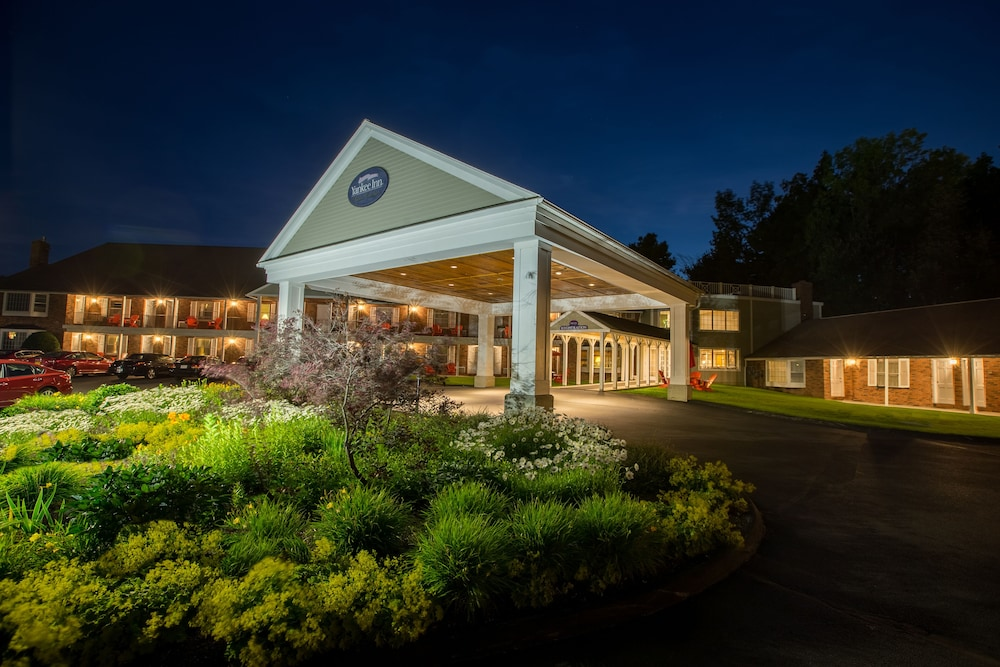 Front of Property - Evening/Night, Yankee Inn