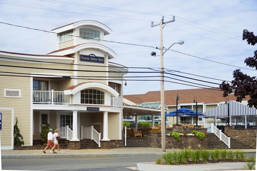 Hyannis harbor hotel 2018 room prices 99 deals for Cape cod suites