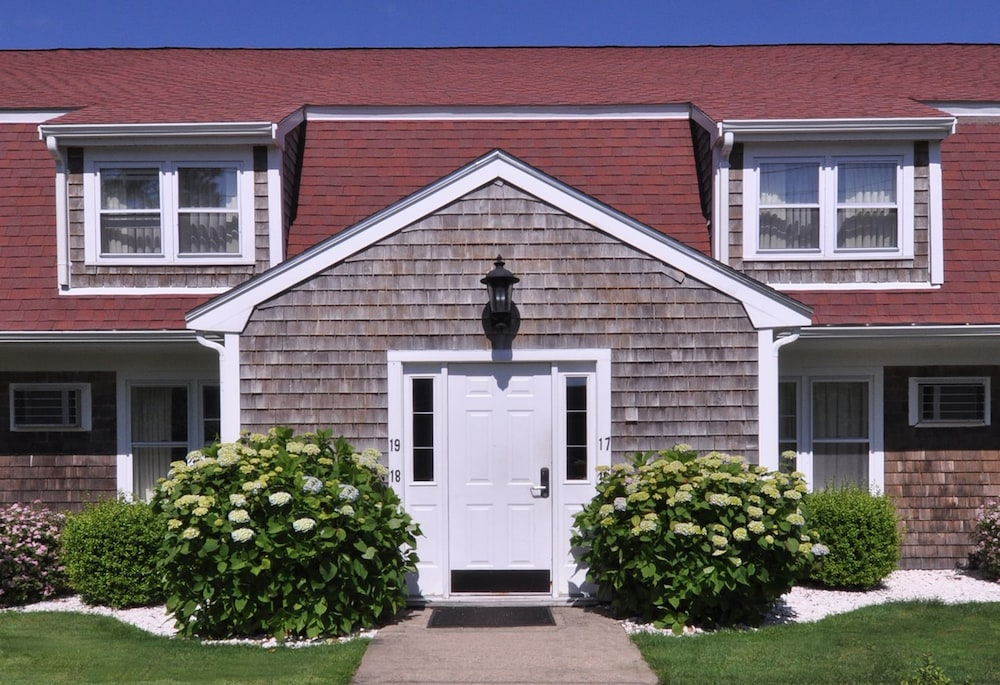 Cape winds resort in hyannis cheap hotel deals rates for 700 salon hyannis