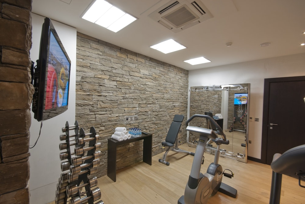 Fitness Facility, 130 Queen's Gate Apartments