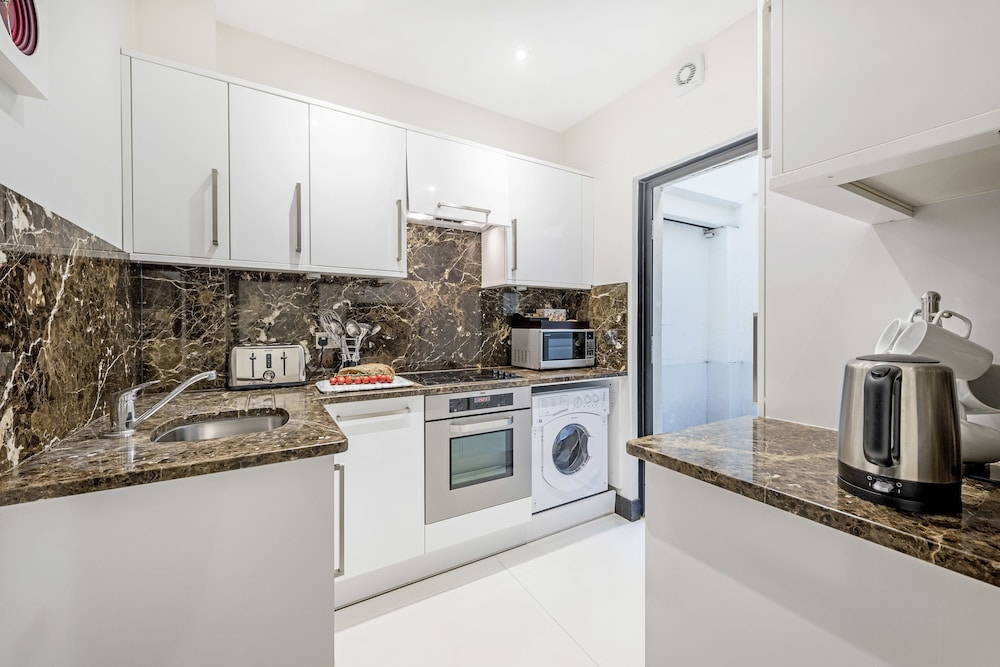Private Kitchen, 130 Queen's Gate Apartments