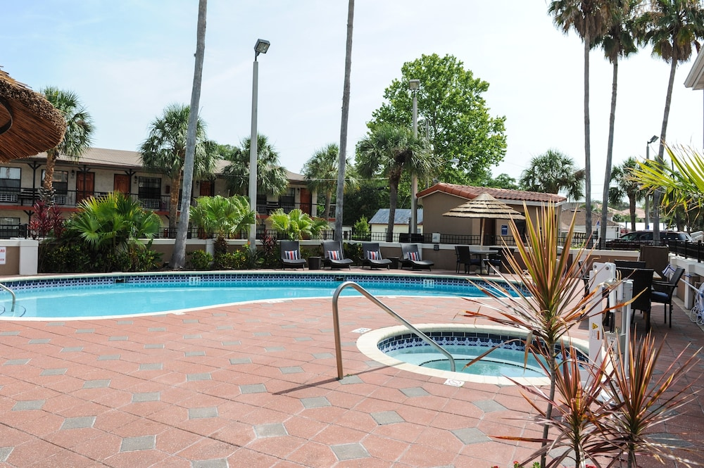 Outdoor Pool, Hampton Inn St. Augustine-Historic District