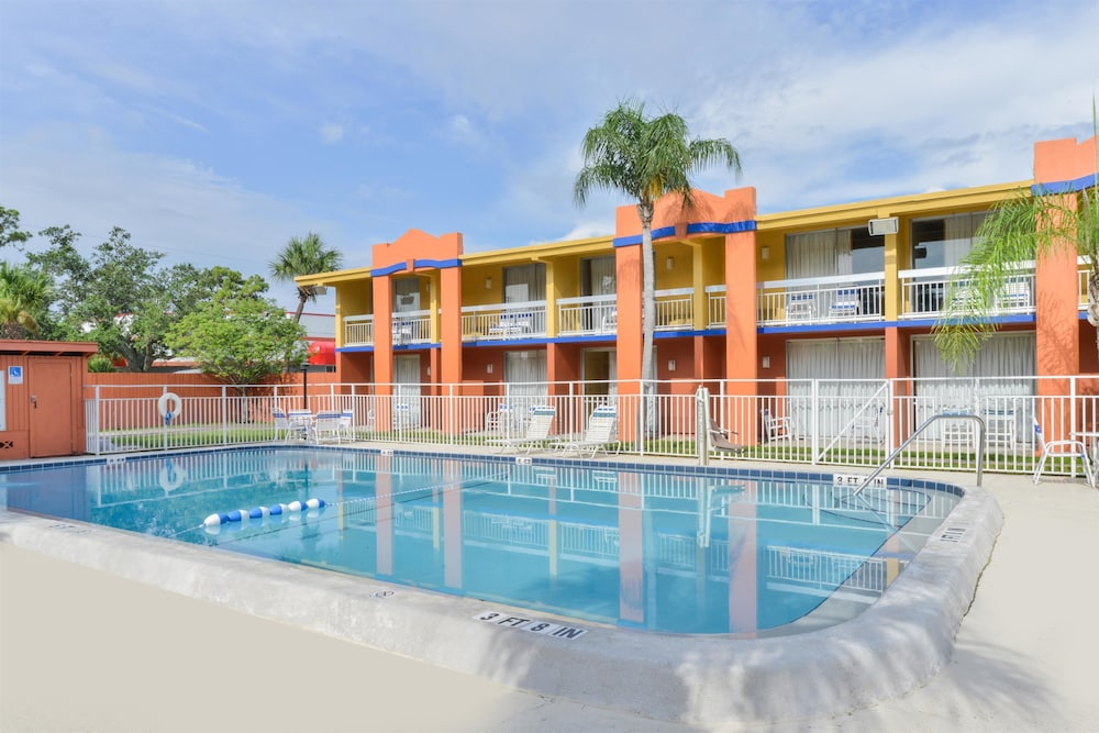 Pool, Americas Best Value Inn Sarasota Downtown