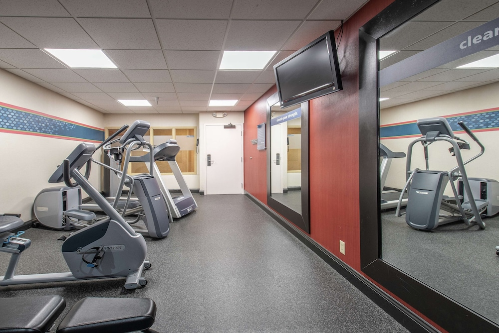 Fitness Facility, Hampton Inn & Suites Williamsburg-Richmond Rd.