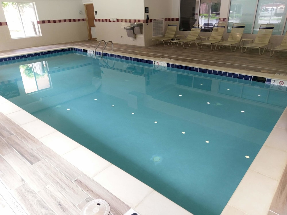 Indoor Pool, Hampton Inn & Suites Williamsburg-Richmond Rd.