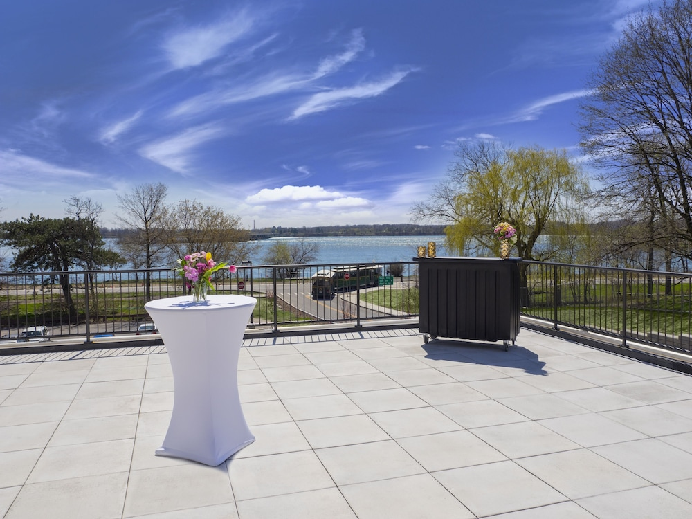 Terrace/Patio, DoubleTree by Hilton Hotel Niagara Falls New York