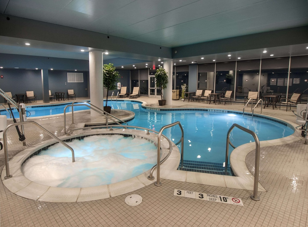 Pool, DoubleTree by Hilton Hotel Niagara Falls New York