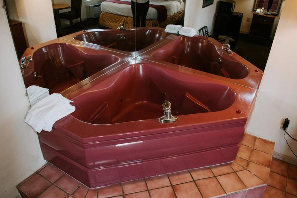 Private Spa Tub, Evergreen Smoky Mountain Lodge & Convention Center