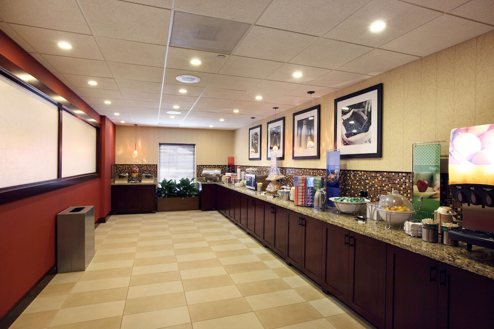Breakfast Area, Hampton Inn & Suites Charlottesville-At the University