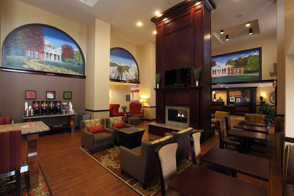 Lobby, Hampton Inn & Suites Charlottesville-At the University