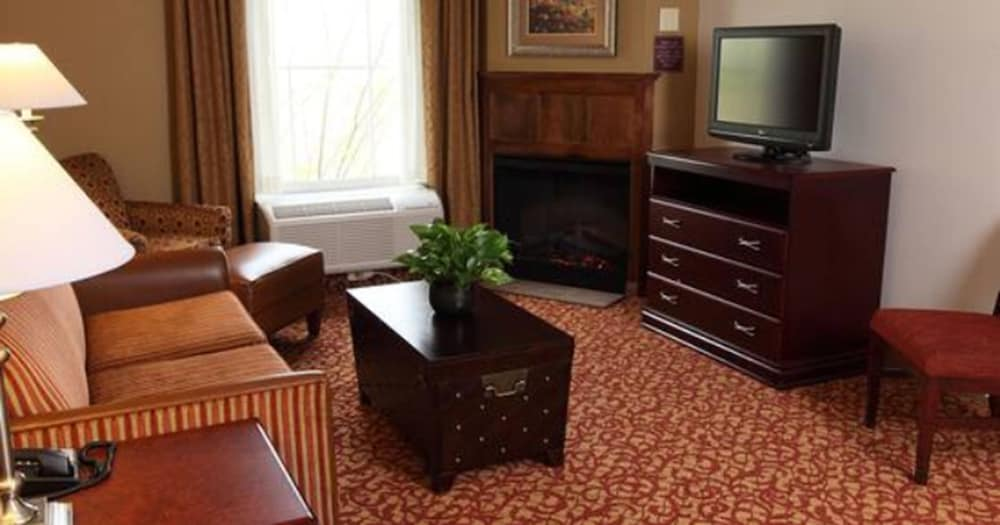 Living Area, Hampton Inn & Suites Charlottesville-At the University
