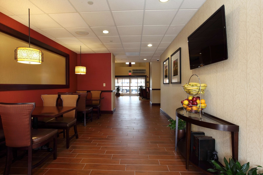 Restaurant, Hampton Inn & Suites Charlottesville-At the University